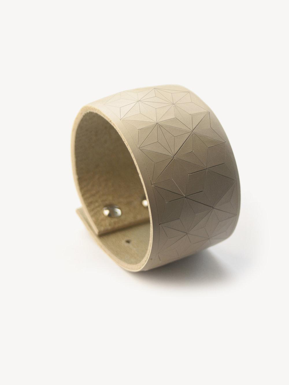 Leder-Armband, schmal in puder/ Leather bracelet, big in nude