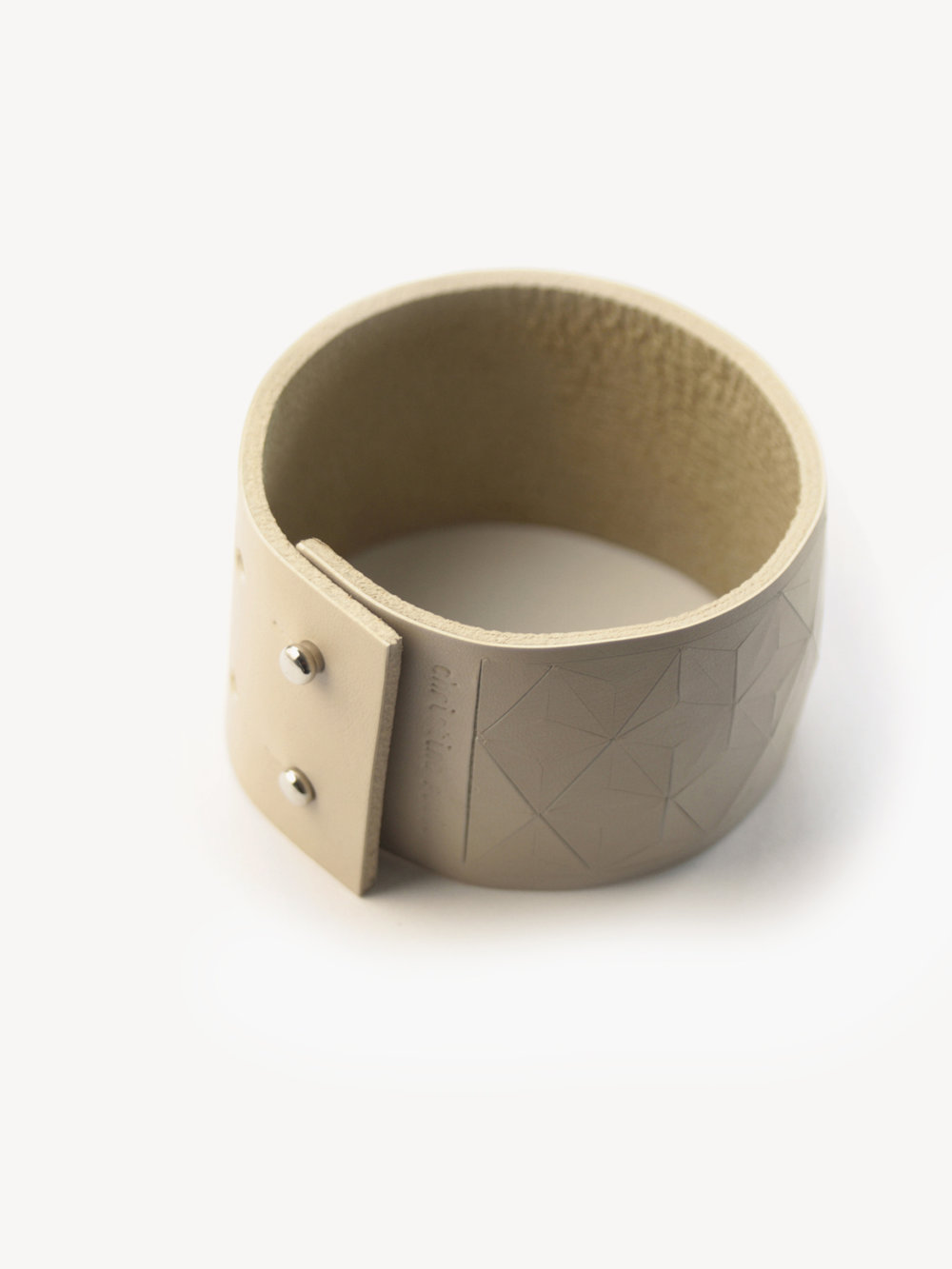 Leder-Armband, schmal in puder/ Leather bracelet, big in nude