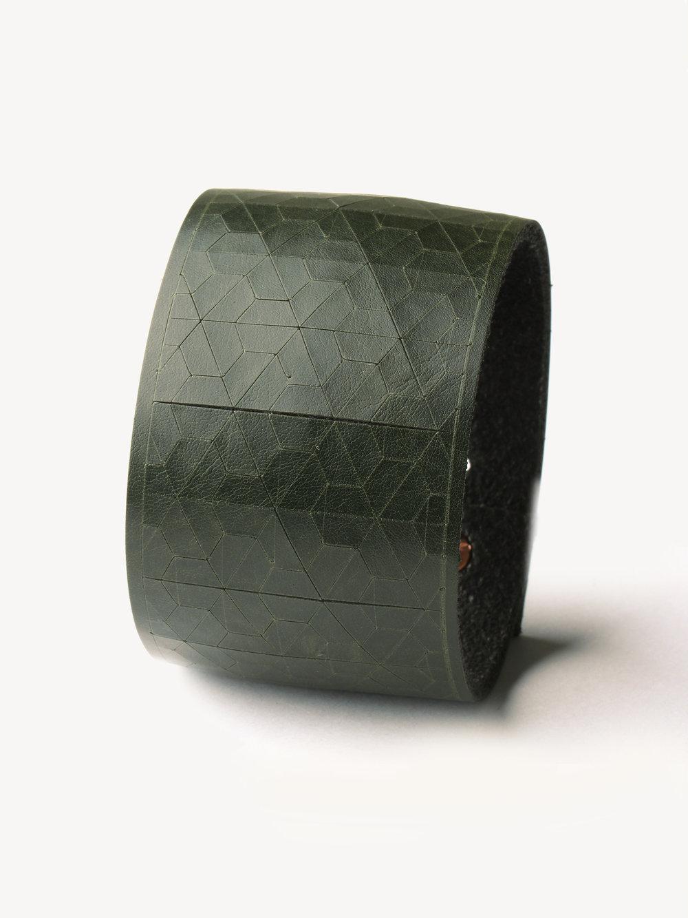 Leder-Armband, breit in dunkelgrün/ Leather bracelet, big in dark green