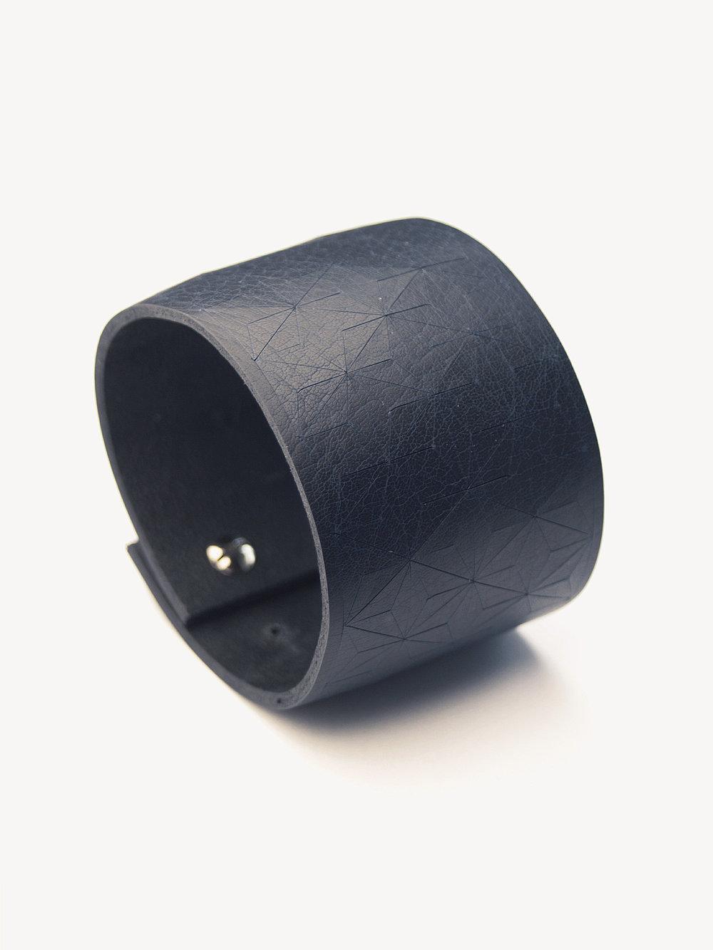 Leder-Armband, breit in dunkelblau/ Leather bracelet, big in navy