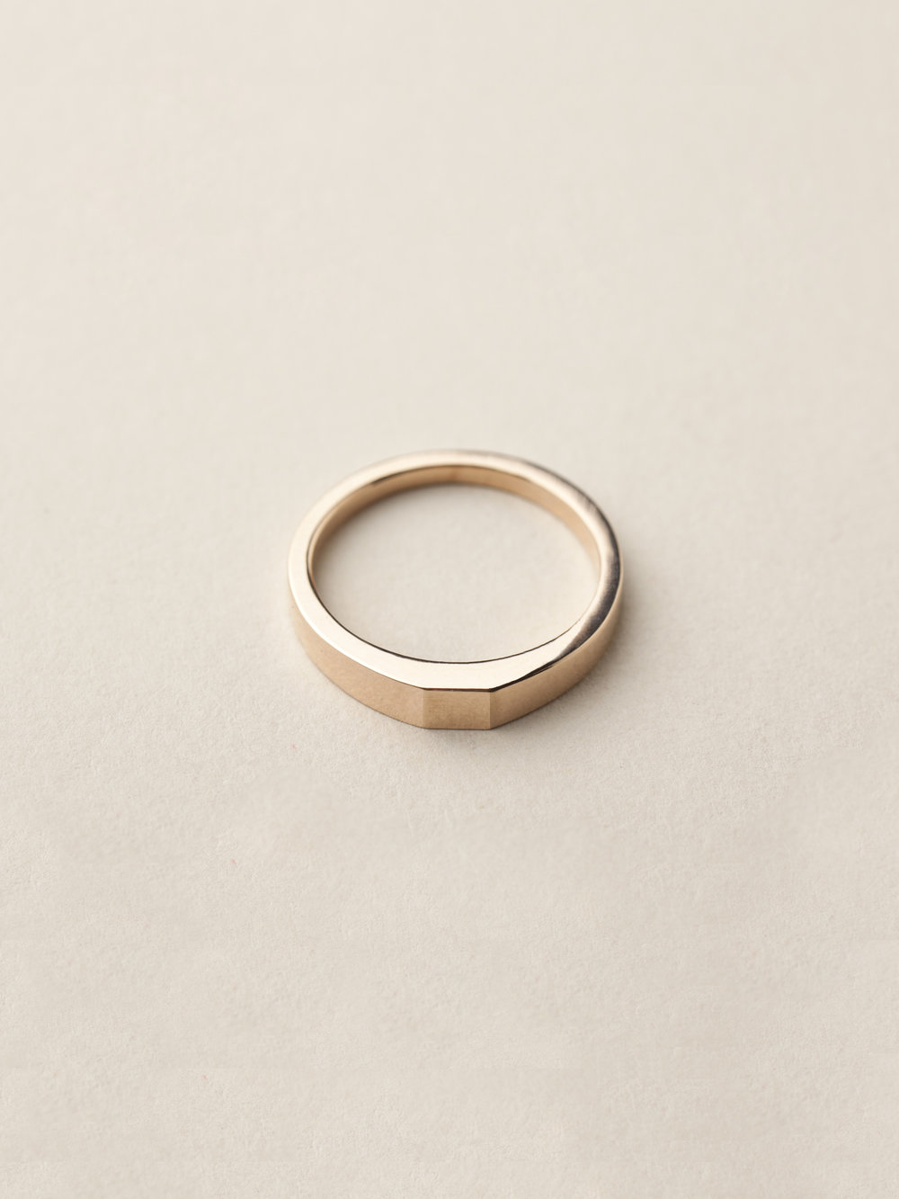 Siegelring Minima, klein quadratisch in 585 Rosegold  Signet ring Minima, small square in 14ct rose gold