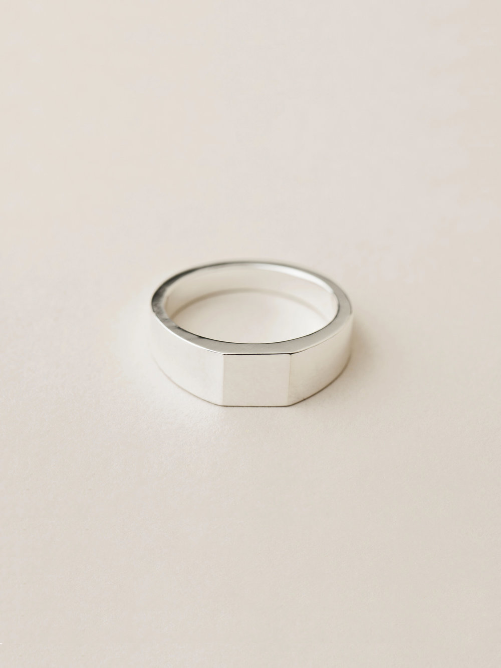 Siegelring Minima, mittel quadratisch in 925 Silber  Signet ring Minima, medium square in sterling silver