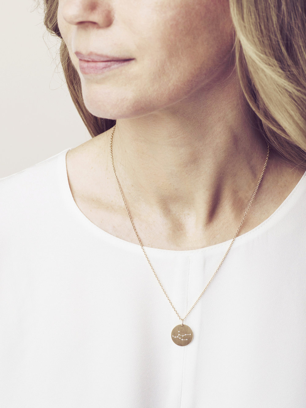 Sternbild Anhänger Jungfrau in goldplatiertem Silber  Zodiac sign pendant Virgo in goldplated silver