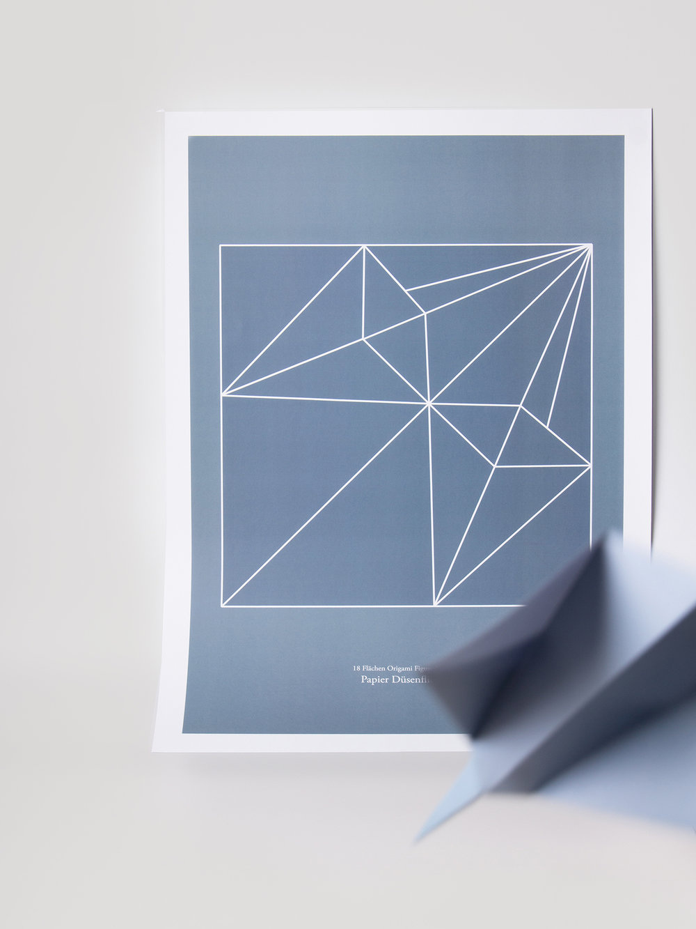 Origami Figur Papierdüsenflieger mit passendem Print  Origami figure Paperjet with adequate print
