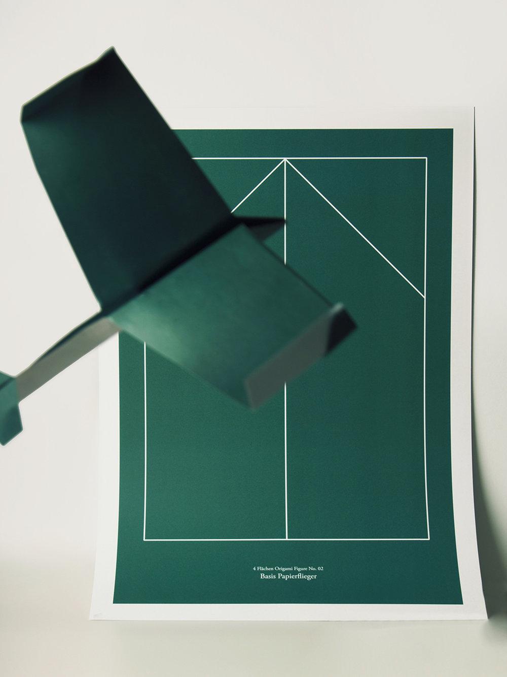 Origami Figur Papierflieger mit passendem Print  Origami figure Paper airplane with adequate print