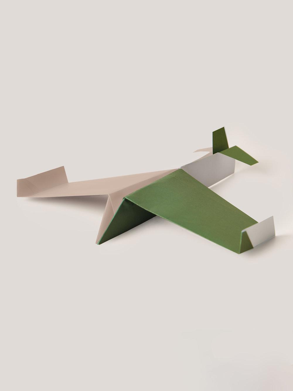 Origami Figur Papierflieger, mehrfarbig  Origami figure Paper airplane, multicolored