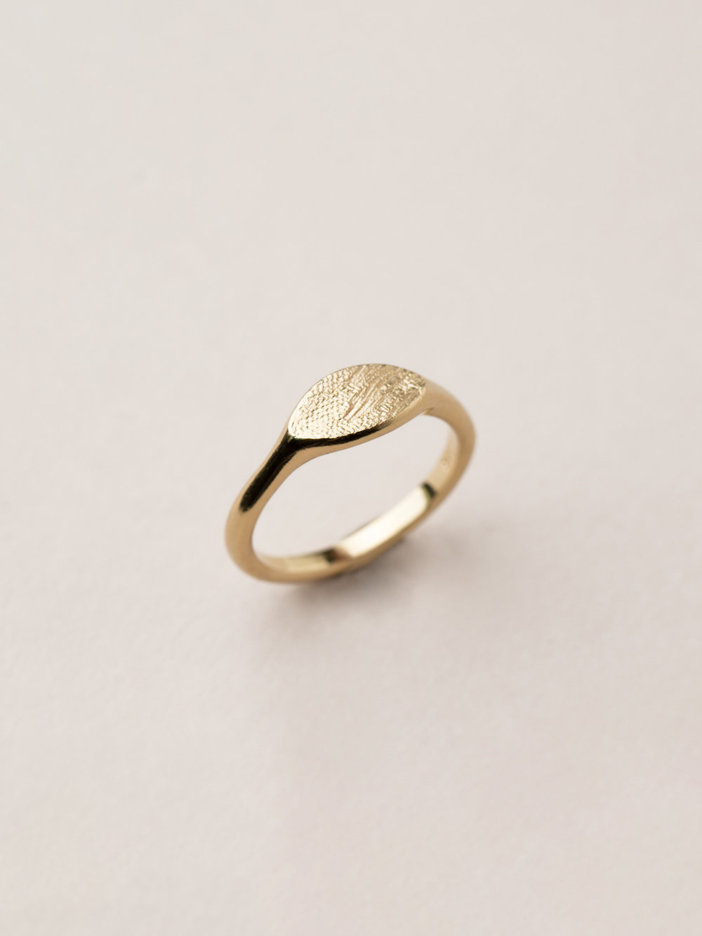 Breiter Amia Ring in 585 Gold  Signet ring Amia in 14kt gold