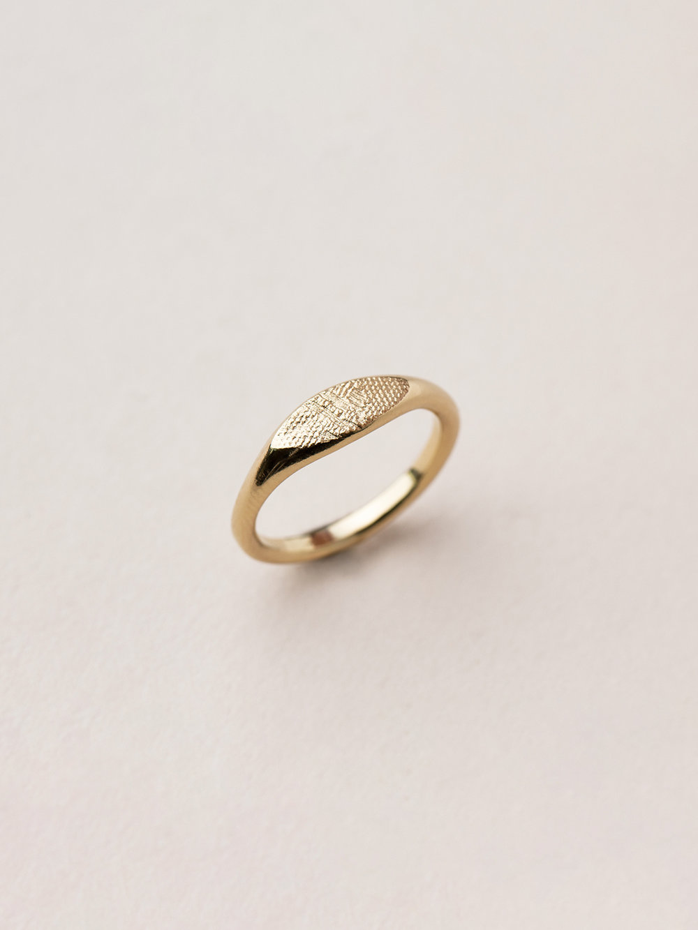 Schmaler Amia Ring in 585 Gold  Signet ring, small Amia in 14kt gold