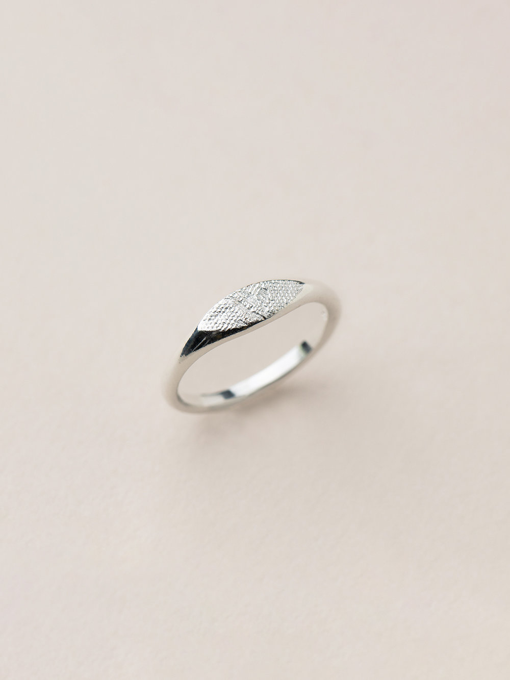 Schmaler Amia Ring in 925 Silber  Signet ring, small Amia in sterling silver
