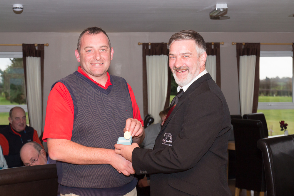 Alan Mackinnon (2016 Men's Captain) handing a Past Captain's badge to Andy Wilson