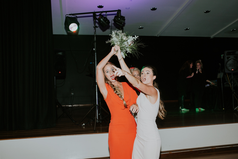 Bouquet toss 2.jpg
