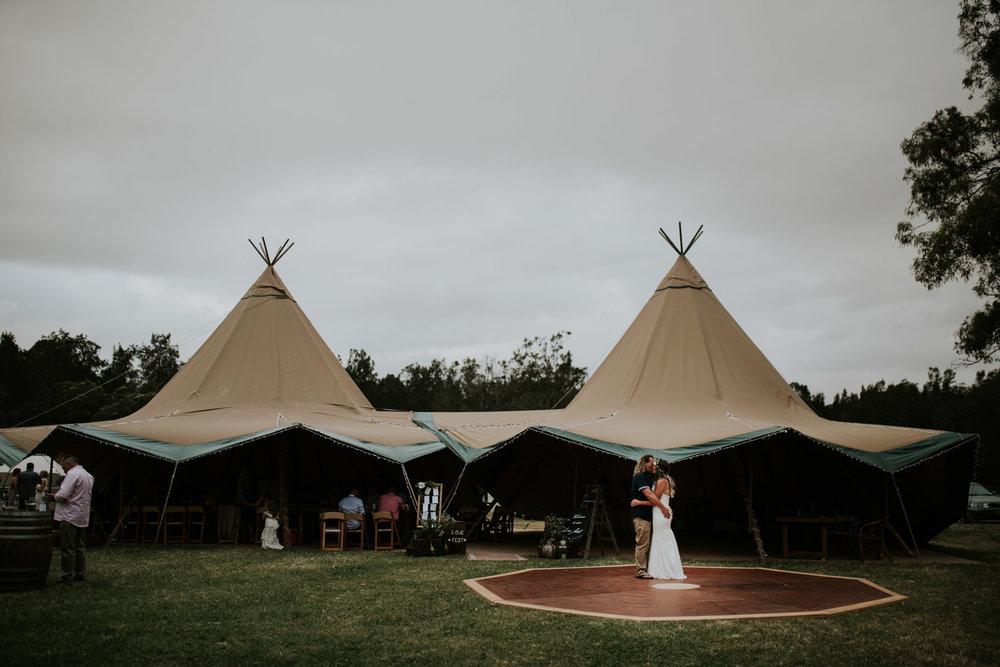 Tara_Luke_Jamberoo_Honey_farm_wedding-140.jpg