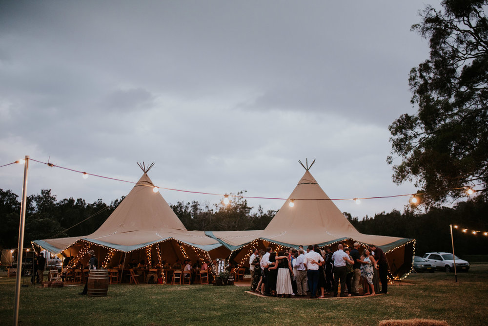 Tara_Luke_Jamberoo_Honey_farm_wedding-144.jpg