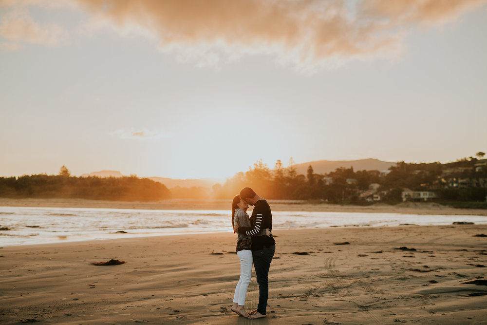 Zoe+Matt+Gerringong+beach+Engagement+Session-28.jpg
