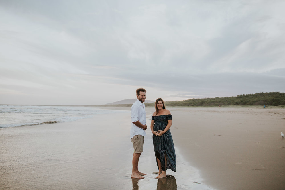 AMY+ANDREW+SHOALHAVEN+HEADS+BEACH+MATERNITY+SESSION+CANDID-34.jpg