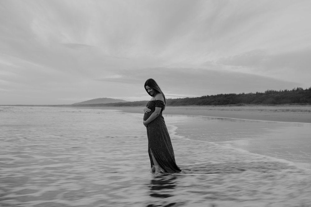 AMY+ANDREW+SHOALHAVEN+HEADS+BEACH+MATERNITY+SESSION+CANDID-44.jpg