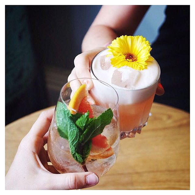 🍉🌼🌱🙌🏼🌱🌼🍉 • • • 📸 @spread_london 😘 • #friday #friyay #weekend #weekender #cocktails #cocktail #cheers #drinks #summer #season #events #eventsprofs #wedding #party #fun #mobile #mixology #garnish #garnishgame #allworkallplay