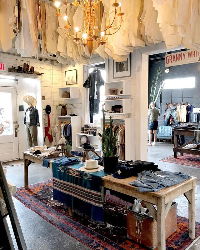Wishing I was back in Nashville. How amazing is the interior of Imogene + Willie? Definitely giving me #creativeinterior dreams!