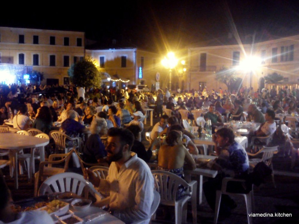 sagra crowd