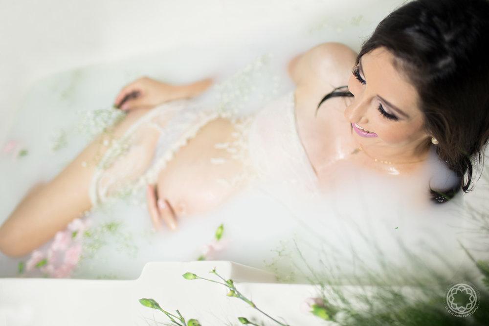 jucomparin  fotografiagestante milkbath  (3).jpg