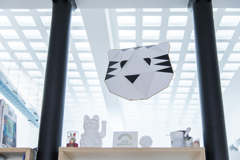 say hi to_ Papier Tigre - Object Design Paris