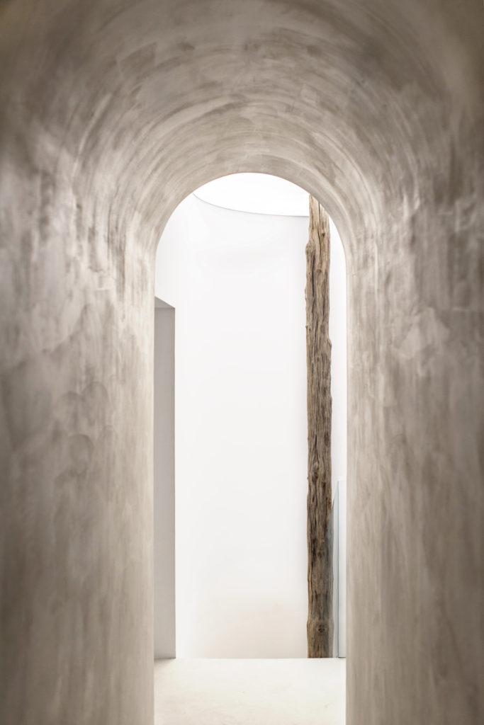 say hi to_ Emanuelle Simon Architect of Spa la Maison for Evidens de Beaute Hallway