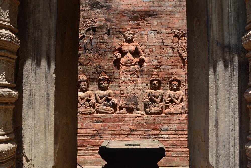 A missing Budda statue at Chau Say Tevodam.