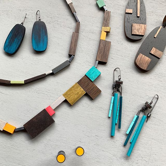 correction from a previous post, *today* is the last day to see the @siennapatti pop-up, BLING, at the Firehouse next to the FOG fair at fort mason. go see both! #contemporaryjewelry #juliaturnerjewelry #fogfair #fortmason