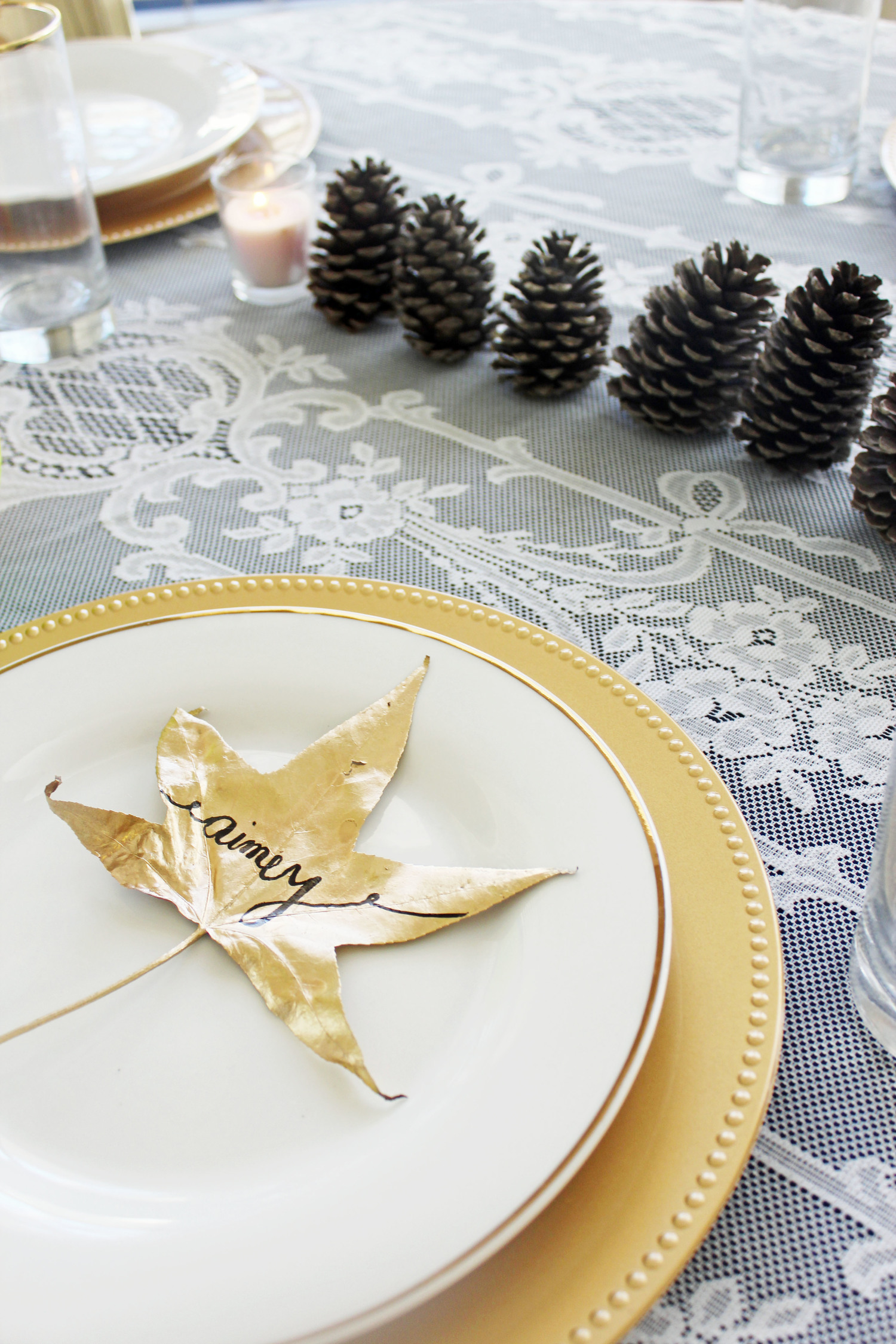 Gold Leaf Place Cards | Thanksgiving Table Settings And Decor Ideas To WOW Your Guests