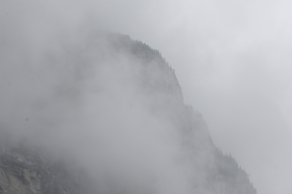 Lauterbrunnen-Valley-fog-02.jpg