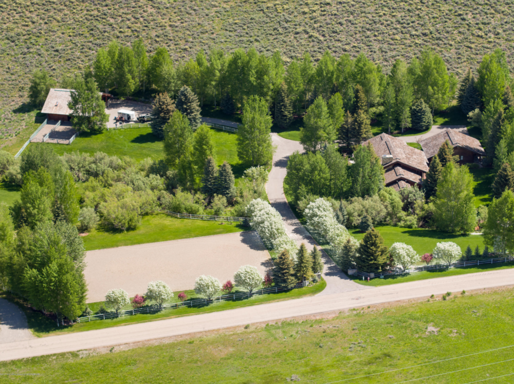 5 BEDS, 6 BATHS || SUN VALLEY || $2,895,000