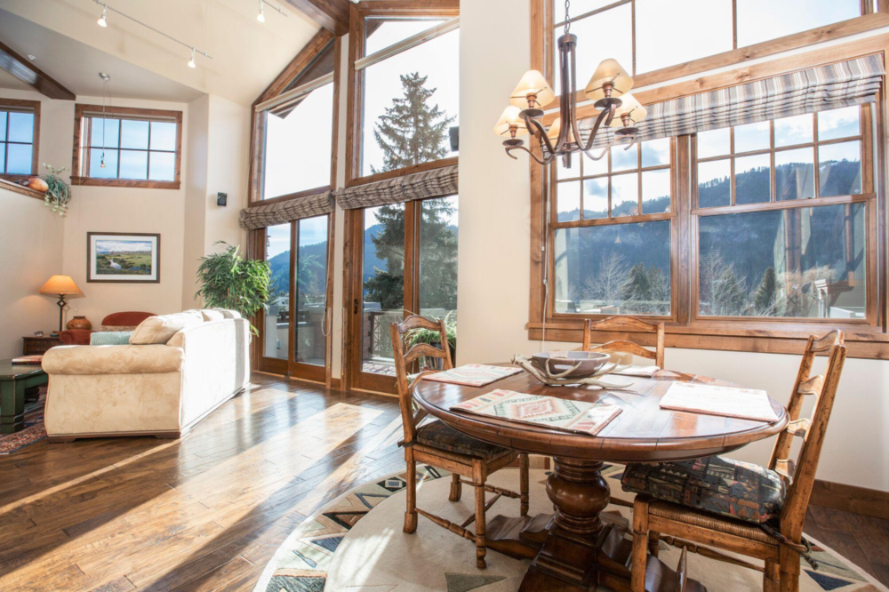 2 BEDS, 2 BATHS || KETCHUM || $1,295,000