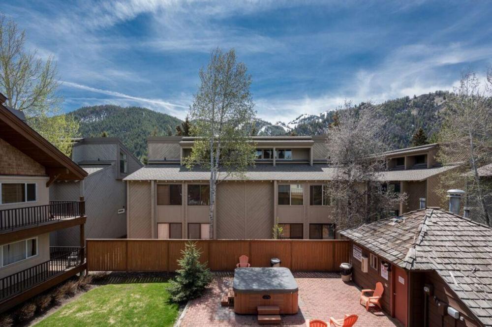 3 BEDS, 2 BATHS    KETCHUM    $345,000