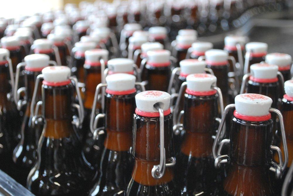 bottles-1347466_1920.jpg