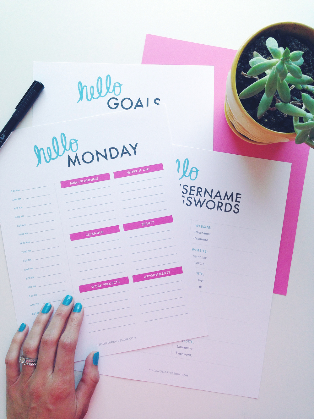 Free Weekly Planner by Hello Monday Design