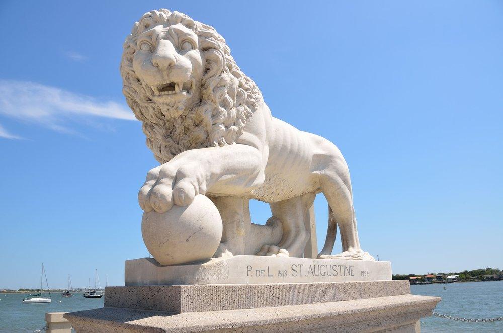 lions-bridge-1603404_1920.jpg