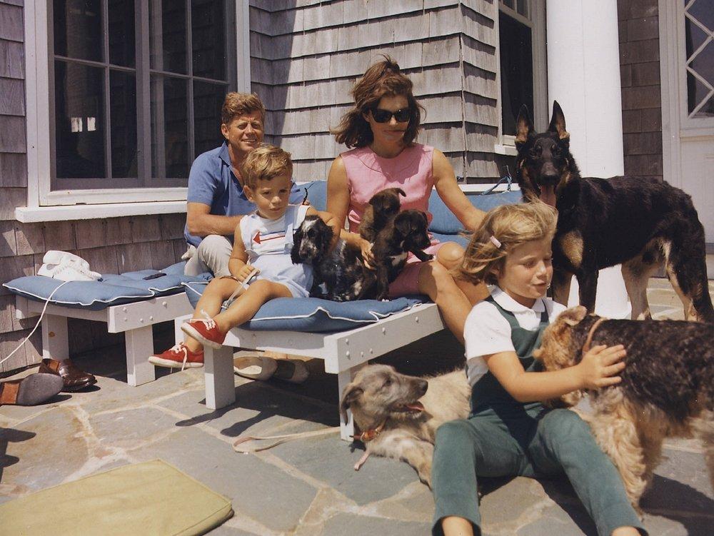 john-kennedy-family-1043680_1920 (1).jpg