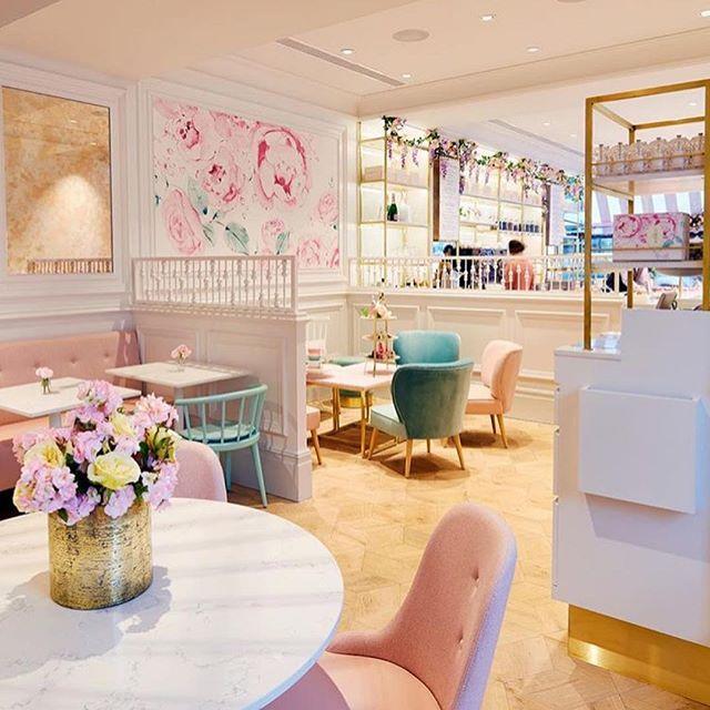 Elizabeth Street den sonra Kings Road'da yeni acilan @peggyporschenofficial daki #easter cupcake'ler enfes 😋🐰 | 📷 @peggyporschenofficial -------------------------------------------------- #londonbyjada #londonlife #lifeinlondon #londonfood #happyeaster🐰 #londonbylondoners #london_enthusiast #mylondon #prettycitylondon #londonist #londonlive #londontoday #kingsroad #chelsea #eastermonday #bestoflondon #bestcupcakes