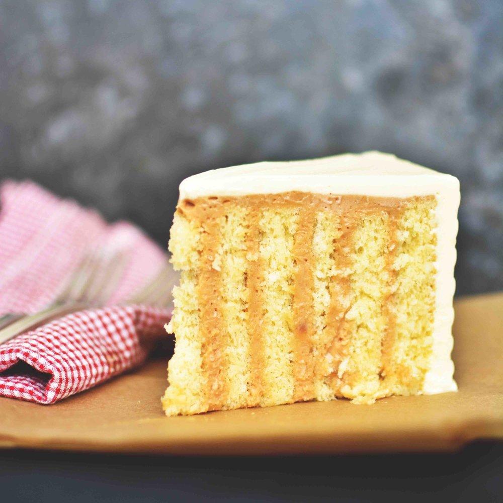 PORCIONES INDIVIDUALES Le preparamos su queque en tajada en empaque individual.