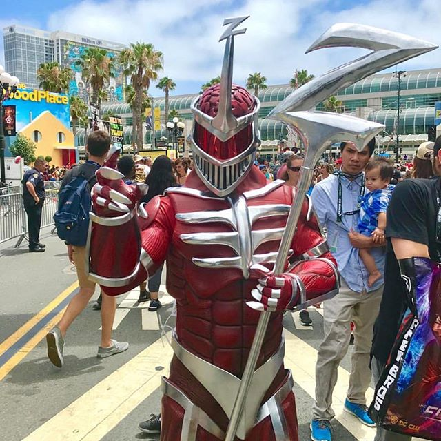 I always thought the exposed brain was impractical.... but this #cosplay is incredible. #powerrangers #saban #sdcc #sdcc18 #gogopowerrangers #mightymorphin #lordzedd