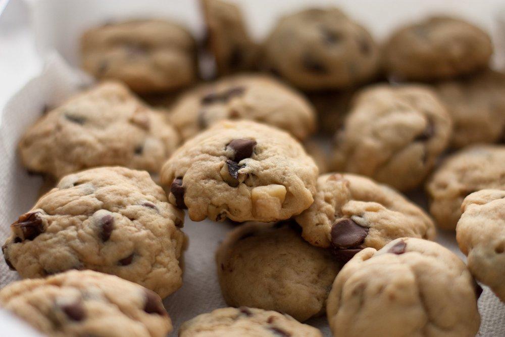 Walnut_chocolate_chip_cookies,_May_2009.jpg