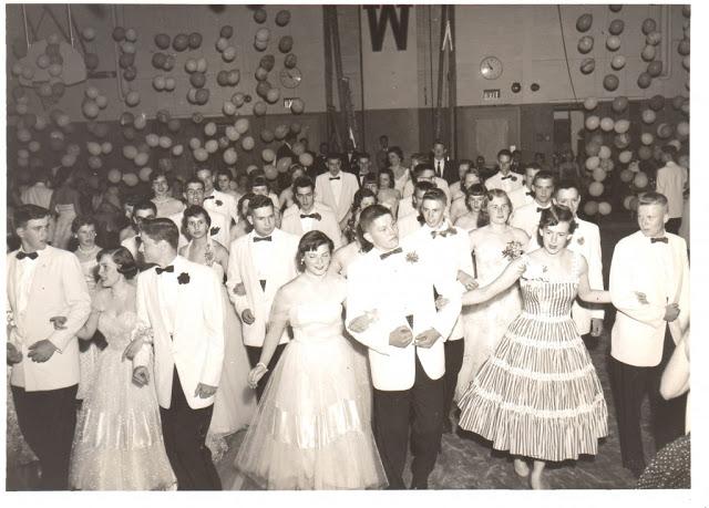 high-school-prom-8.jpg