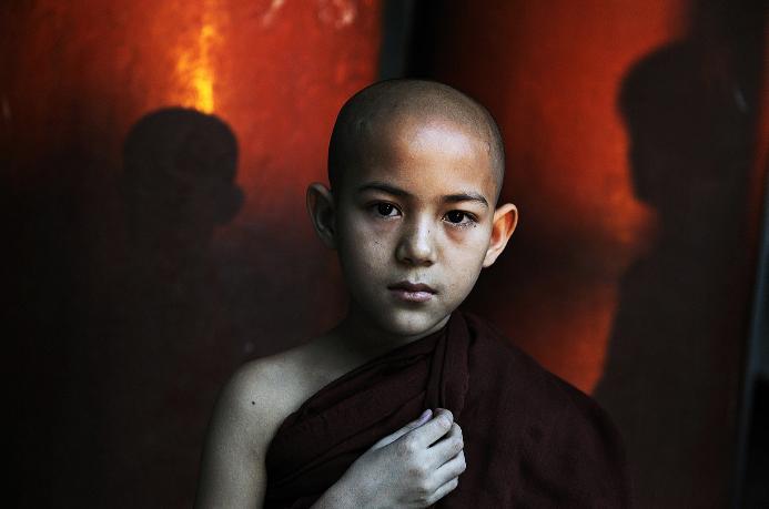 Steve McCurry, Shwedagon Pagoda, Yangon, Myanmar (Burma), 2010