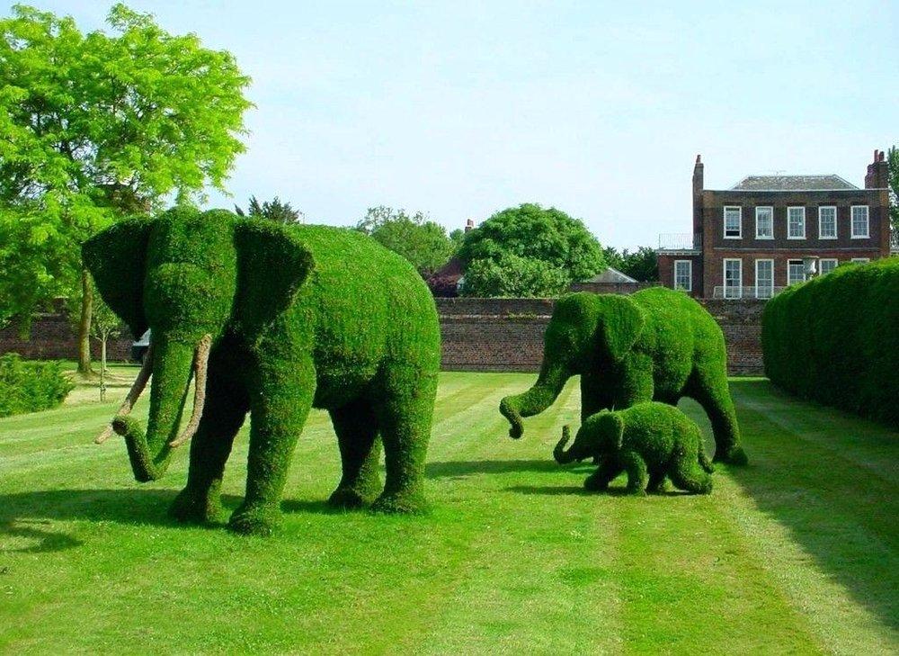 green-animals-topiary-garden-norrn-l.jpg