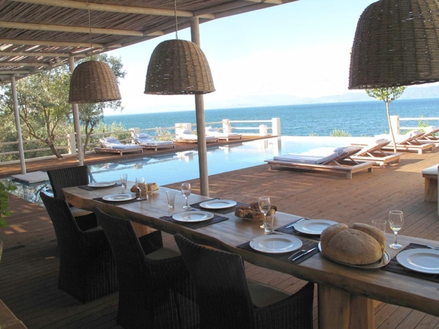 The-outdoor-dining-table-and-the-pool-and-sea-views-hdr1-640x480_c.jpg