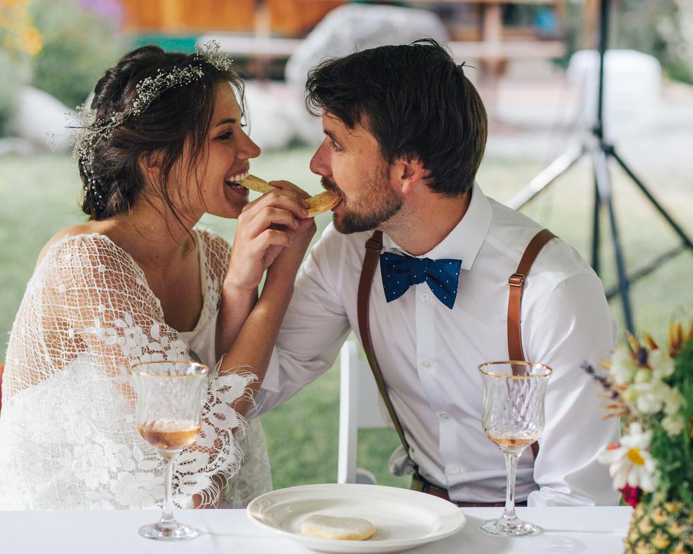Sharing Cookies | Boho Wedding