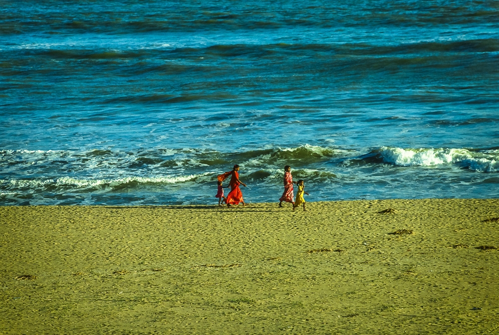 Mothers & Daughters in Saris: Bay of Bengal, Puri, India