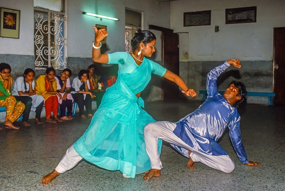 Classical Dancers Teach Students in Kolkata, India