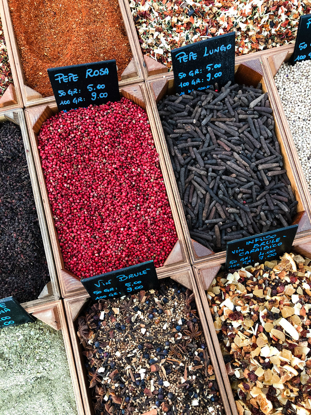 Vibrant & aromatic spices at Murabilia.