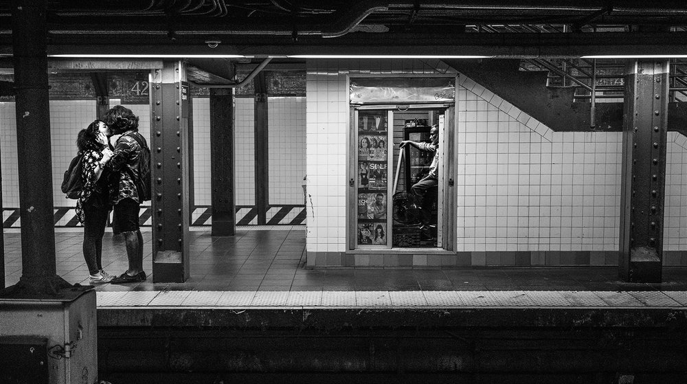 NYC_SubwayKiss_2016-005.jpg